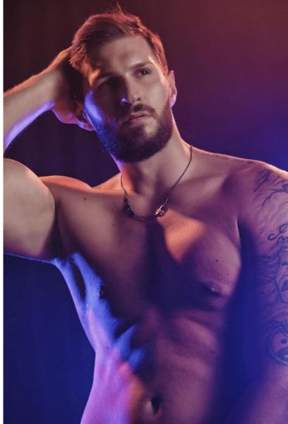 Luca-is-a-male-stripper-in-Las-Vegas-9